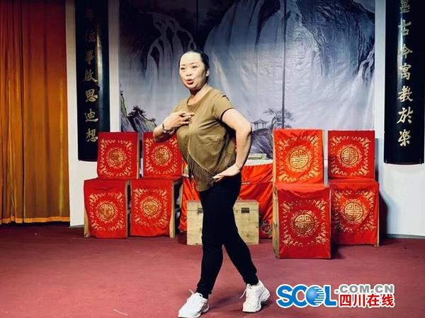 泸州川剧女能人:坚守17年,打工养活私人剧团,忠实粉丝平均75岁