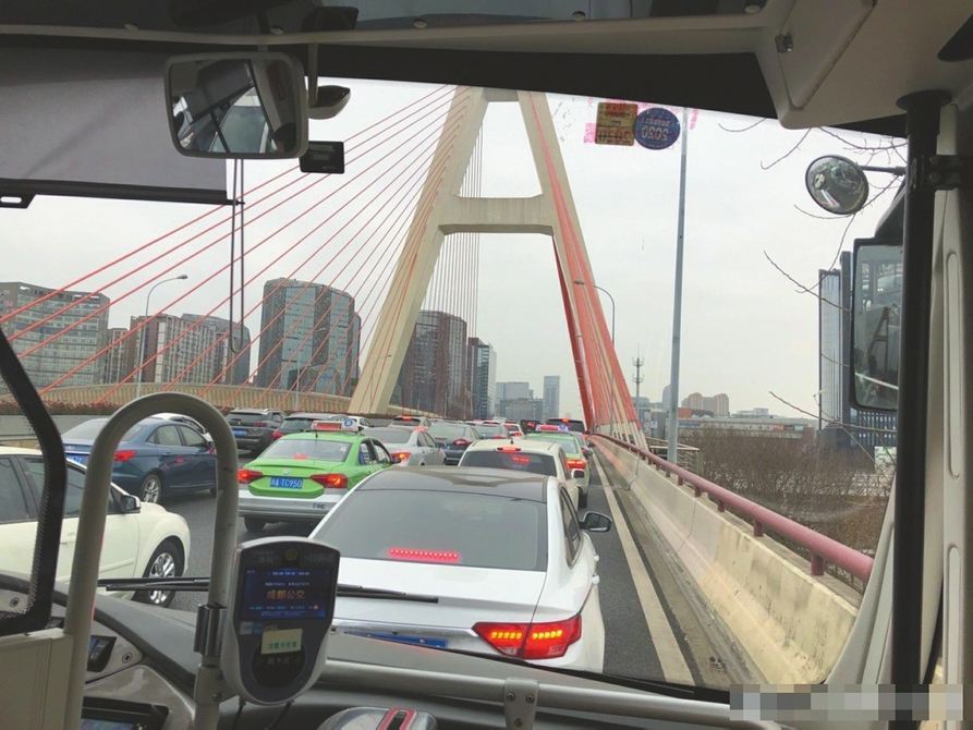 成都城市交通回暖 南片区更拥堵 交警建议:对出行线路提前了解和规划