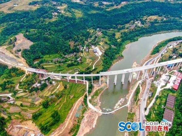 巴万高速最新进展:通江河特大桥左幅贯通