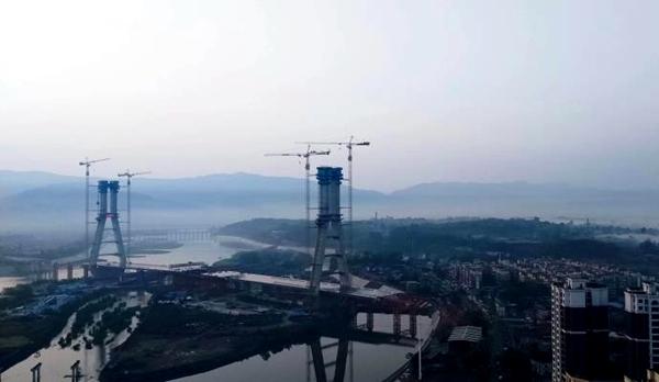 成都市最大斜拉桥——金堂韩滩双岛大桥主塔顺利封顶