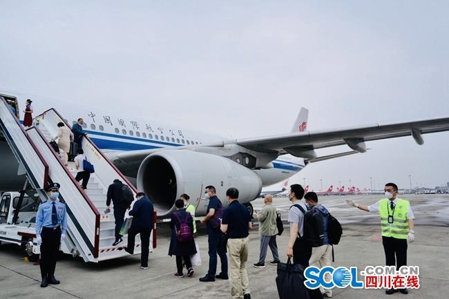 四川代表团启程赴京出席十三届全国人大三次会议