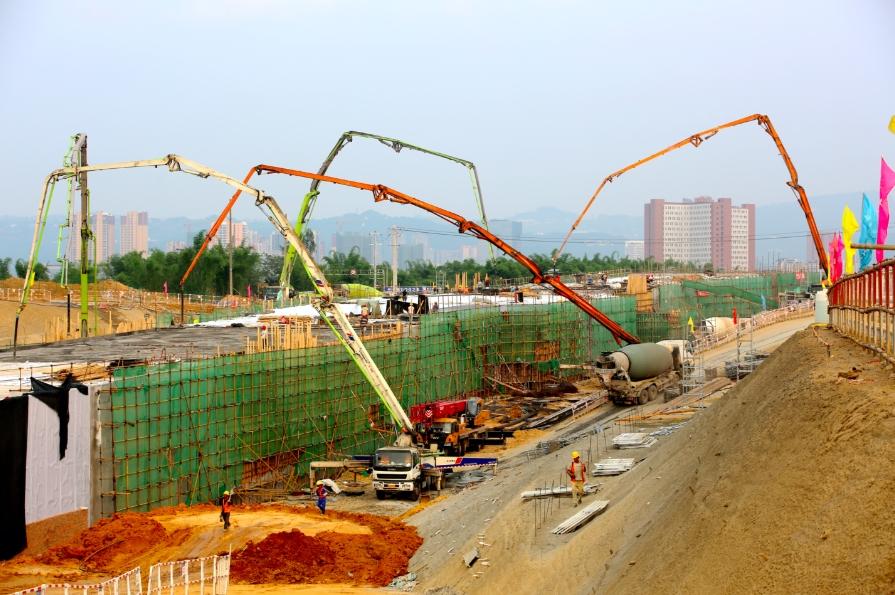 历时120天 成都市首条湖底隧道主体工程完工