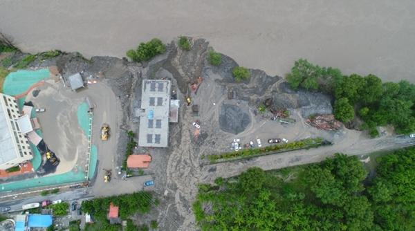 金川县发生洪涝、泥石流,当地组织转移群众1336人