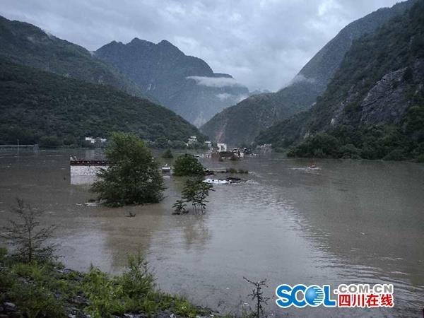 关注丹巴县泥石流灾情 小金川河壅塞体已经部分过流 多处断道正在抢通